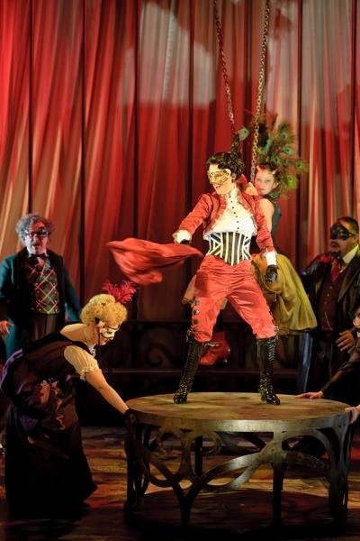 Flora in La Traviata © Albert Comper
